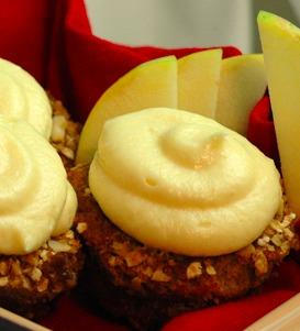Peach Almond Crumble Cupcakes